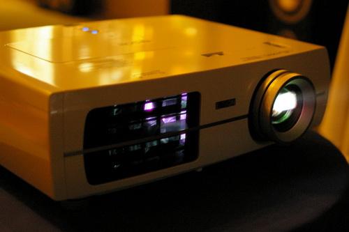 强者的反击 爱普生入门1080p投影评测