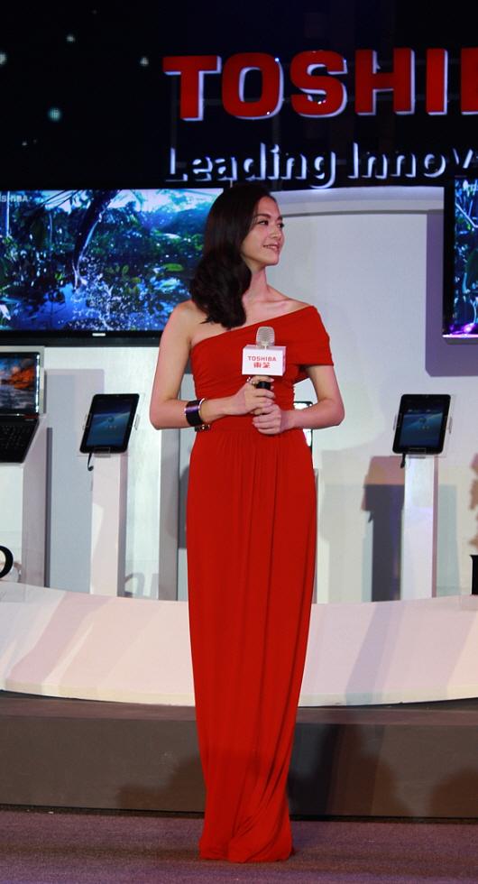 裸眼3D领衔!东芝2011电视新品发布