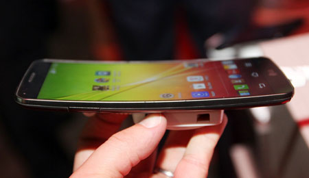 曲线屏幕/自动修复 LG G Flex亮相CES
