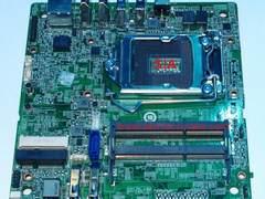 Intel展示新款超迷你主板 可更换CPU