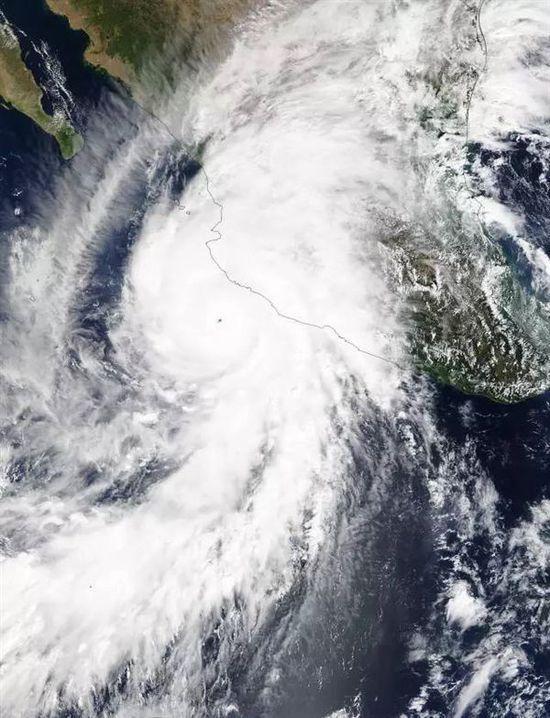 太空看史上最强飓风:时速比高铁还快 数码相机