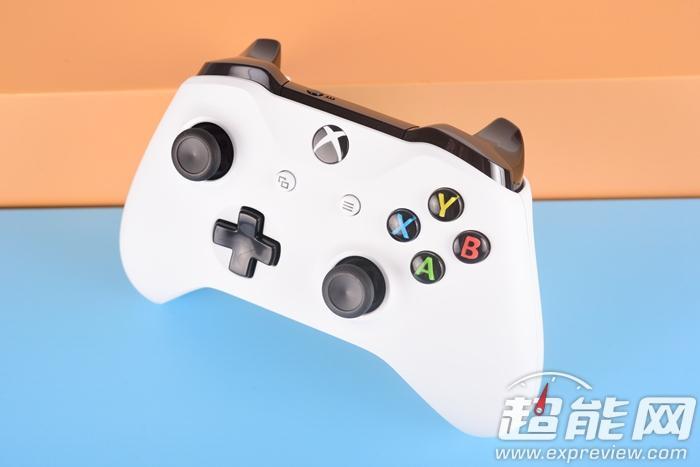 Xbox One S手柄图赏 手感材质大不同