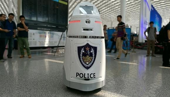 一个顶仨 国内首台智能安保机器人上岗