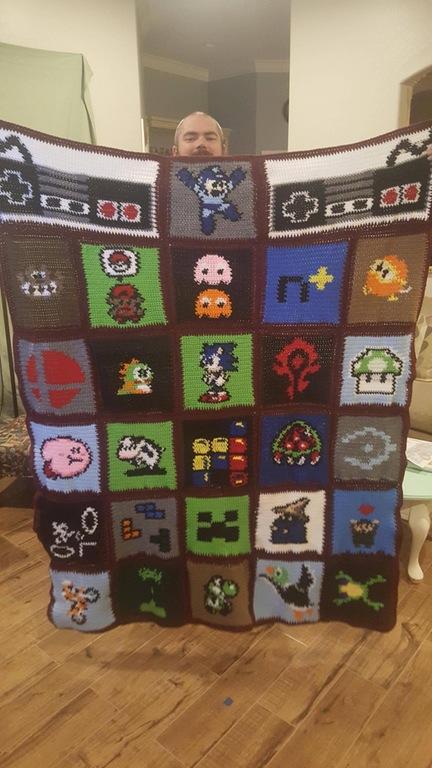 国外女网友为老公打造游戏主题编织毯