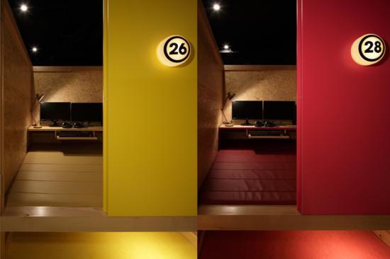 日本豪华网吧实拍:专设情侣间如五星酒店