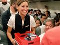 羡慕这些人 飞机上200名乘客每人获赠三星Note8一台