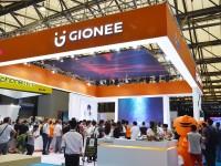 全球首款四摄拍照手机 金立S10亮相MWC上海展