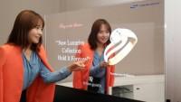 兼顾时尚实用 三星镜面显示器打造炫酷Shopping Mall