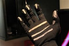 Keyglove操控手套:单手打字 甩掉键盘