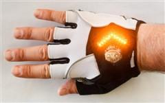 """骑车转弯更安全 """"转弯信号灯""""手套"""