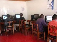 非洲网吧:1小时2美元 开网页需五六分钟