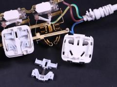 有的竟然形同虚设 插座保护门你真的了解吗?