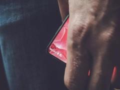 安卓之父打造的手机现身 但却和小米MIX撞了脸
