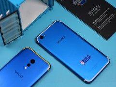 Ta:仿佛和爱豆零距离 各种定制款手机你喜欢吗?