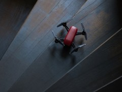 这次哭着也要买 大疆发布了更小更NB的无人机Spark