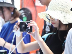 杭州草莓音乐节开幕 motorola带你体验模块化手机魅力