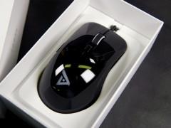 时尚亮黑配色 钛度电竞者镜面黑限量版鼠标图赏