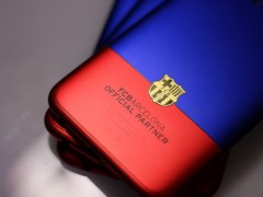 红蓝撞色太扎眼 OPPO R11巴萨限量版现场实拍图赏