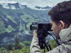 索尼发布4K HDR民用数码摄像机FDR-AX700