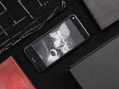 两面手机/一样的精彩 YotaPhone YOTA 3评测体验