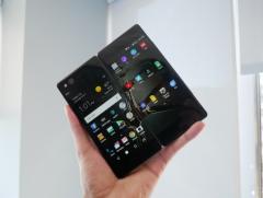 这款手机居然有两个屏幕!国产手机就是牛