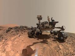 """火星探测车的自拍照不见""""自拍杆"""" 难道由火星人代劳?"""