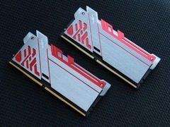 影驰GAMER 极光 DDR4-2400 8G内存热卖699元