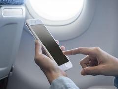 乘飞机终于能玩手机了? 这些事情你还是要知道