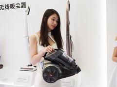 国内首款 小狗大无线吸尘器DX5000亮相AWE