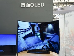 AWE2018长虹展出凹面OLED屏 玩游戏太爽