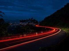 提问:晚上拍照老拍虚 怎样用相机拍夜景?