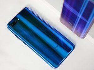 极光变色设计怎么看都很美 荣耀10手机双色实拍图赏