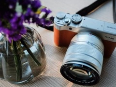 高性价比自拍微单 富士X-A10搭配16-50镜头售2499元