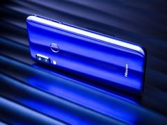 神秘高贵的魔丽蓝 海信AI手机H20图赏