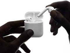 """苹果蓝牙耳机 AirPods """"华华手机""""售价930元"""