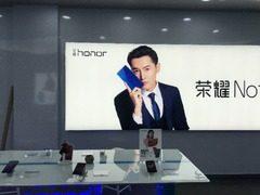荣耀Note 10现身线下体验店 新海报曝光机身背面设计
