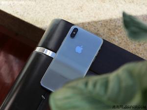 iPhone X银色版首发开箱 晶莹剔透的感觉让人着迷