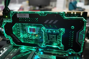 """打造酷炫""""光污染""""主机 你需要这些硬件"""