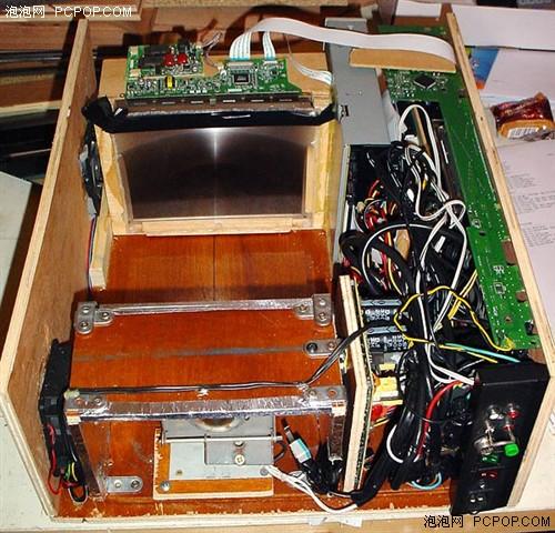 上图是一个典型的投影机结构,用于测试液晶屏的是否可以正常显示