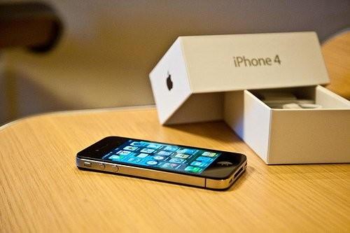 联通:iPhone4机卡未绑定 冻结预存款