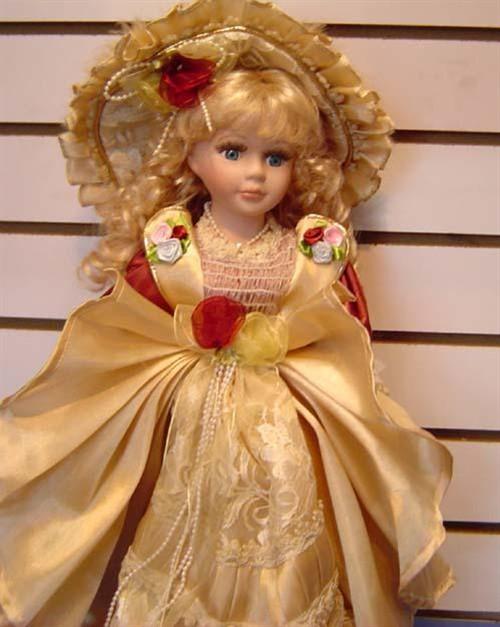 很多女孩儿时都会拥有一个甚至多个洋娃娃吧,她靓丽的外形,可爱的笑脸