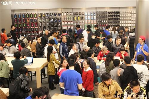 超千人排队 苹果王府井零售店火爆开业