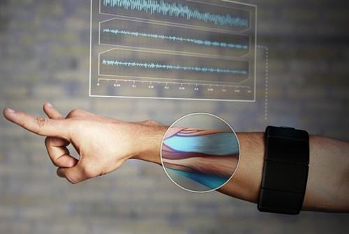 动动手臂隔空操作 体感臂环明年上市