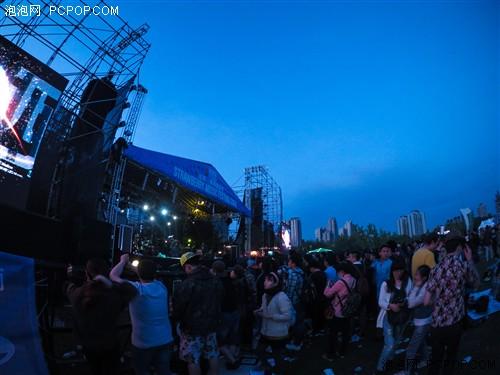 ini X畅拍北京草莓音乐节高清图片