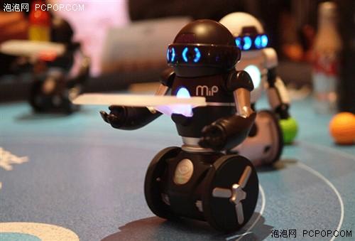 购好玩:平衡感超好的可编程机器人MiP