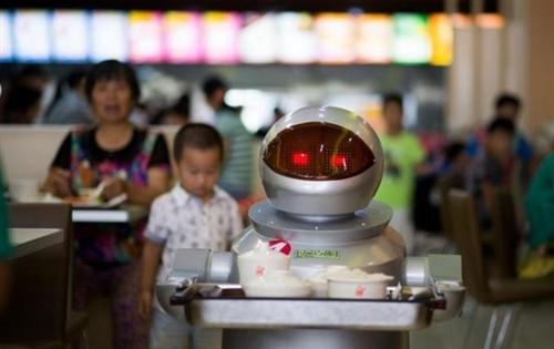 全国首家机器人主题餐厅亮相江苏昆山