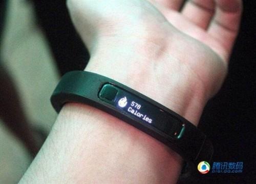 雷蛇智能腕带发布 与微信/天天酷跑合作
