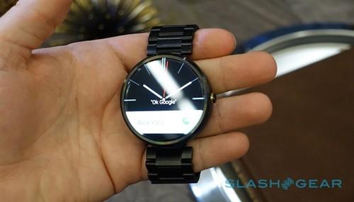 开首日在即:Moto 360智能手表上手玩