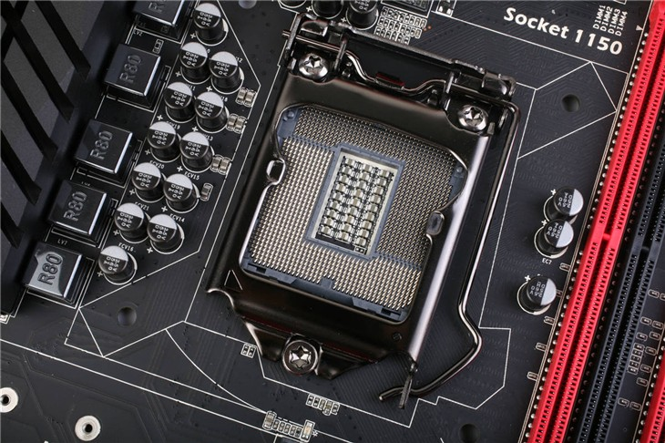 战旗C.Z97 X5魔音版 V20在背板部位的I/O接口配备了Displayport+HDMI+DVI+VGA+SPDIF OUT的配置丰富了接口优势,丰富拓展性的同时此款设计也算是十分全面,用户在选购时难免考虑日后升级是否可继续使用该主板,而丰富的接口让战旗C.Z97 X5魔音版 V20更为实用。