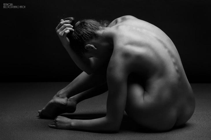 艺术之美 展现人体魅力的黑白裸体摄影